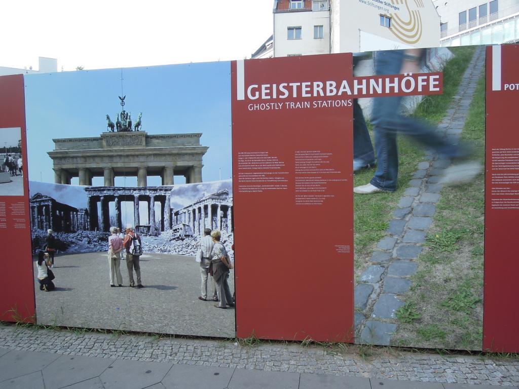 파괴된 브란덴부르크 문 주변
