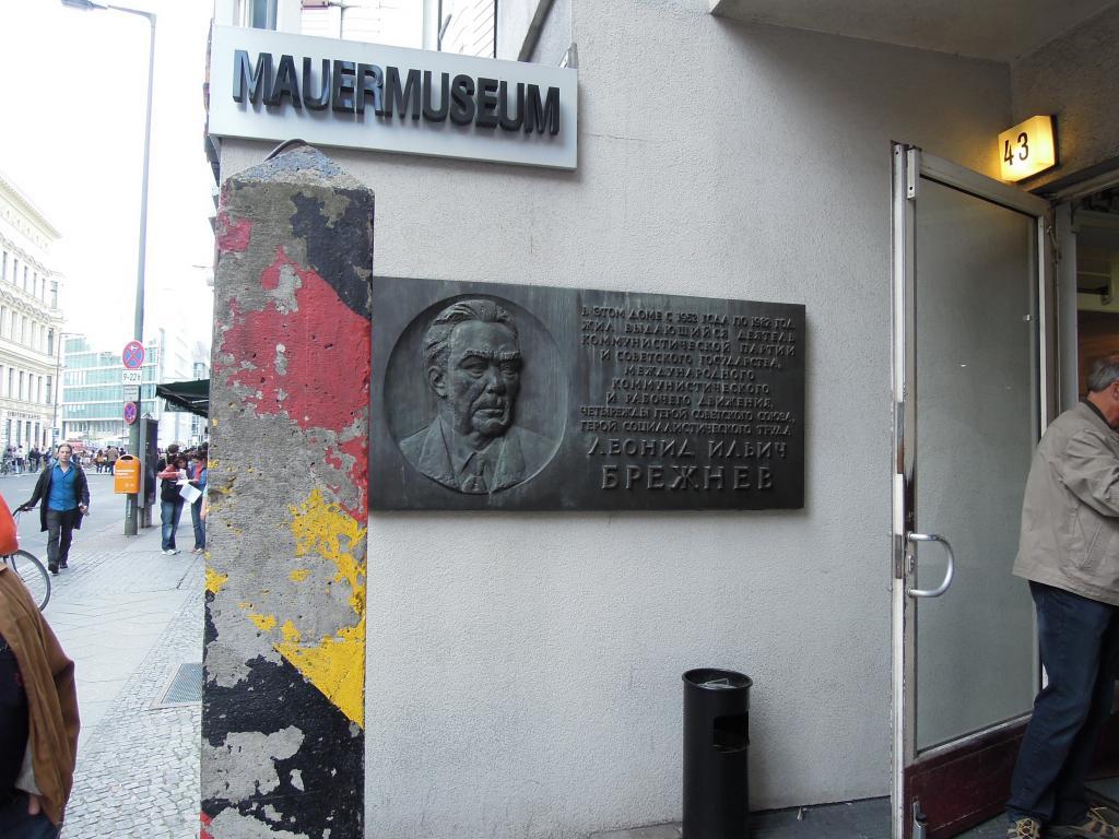베를린 장벽 박물관, 브레즈네프